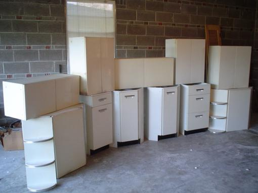 As Far As Cabinets Go I M Dreaming Of The Standard White Metal Of